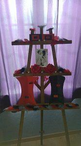 Chevalet de couleur naturel en bois, pouvant recevoir votre plan de table, votre menu, au cours d'un mariage, d'un baptême, d'un anniversaire
